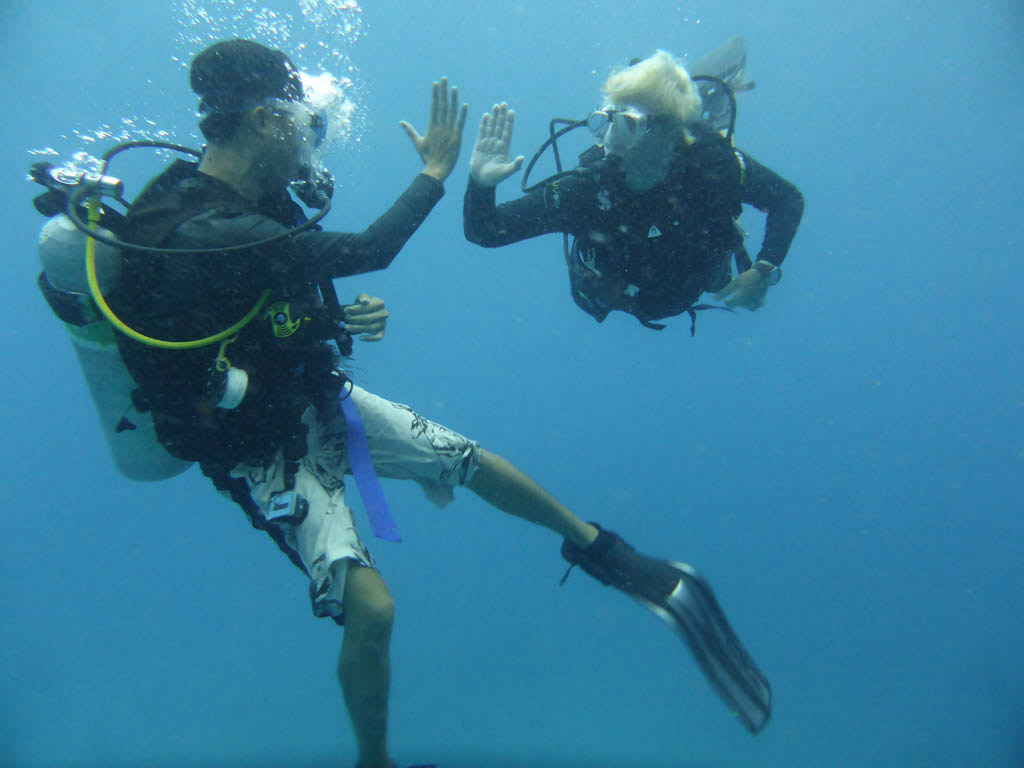 scuba high five