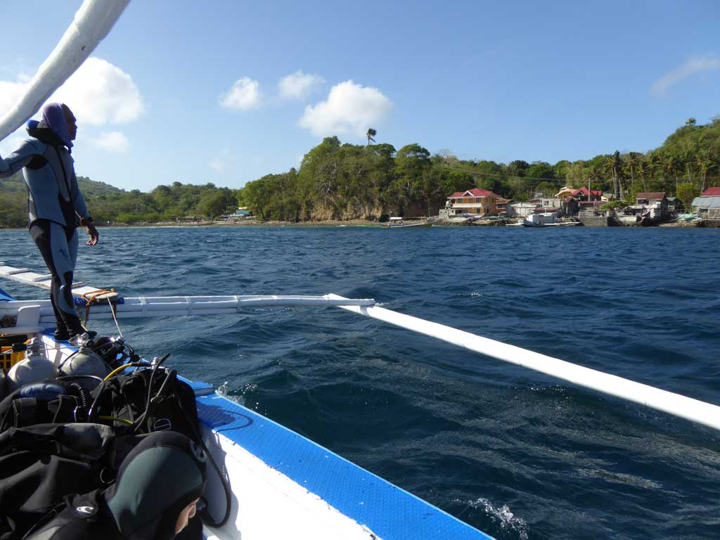 dive boat anilao