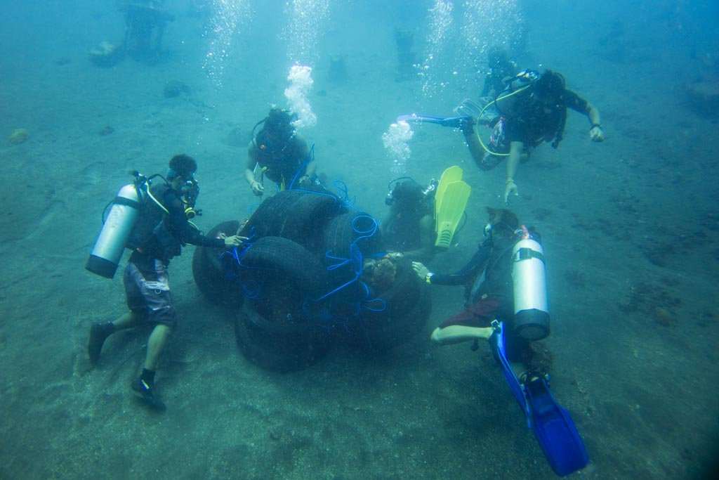 Building artificial reef with tires