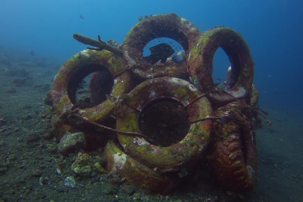 Tires as artificial reef